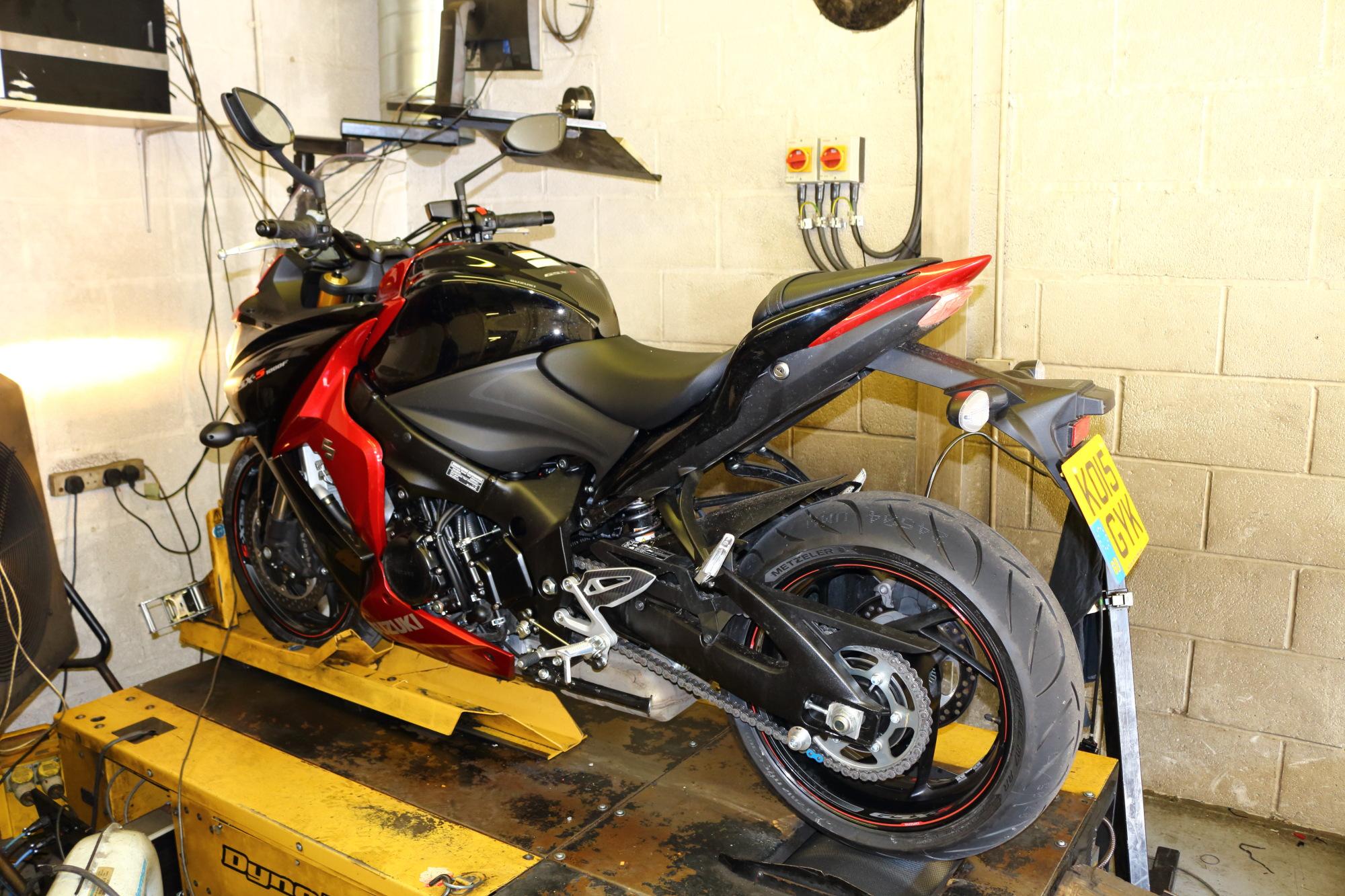 suzuki gsx s1000 dynojet power commander fit superbike. Black Bedroom Furniture Sets. Home Design Ideas