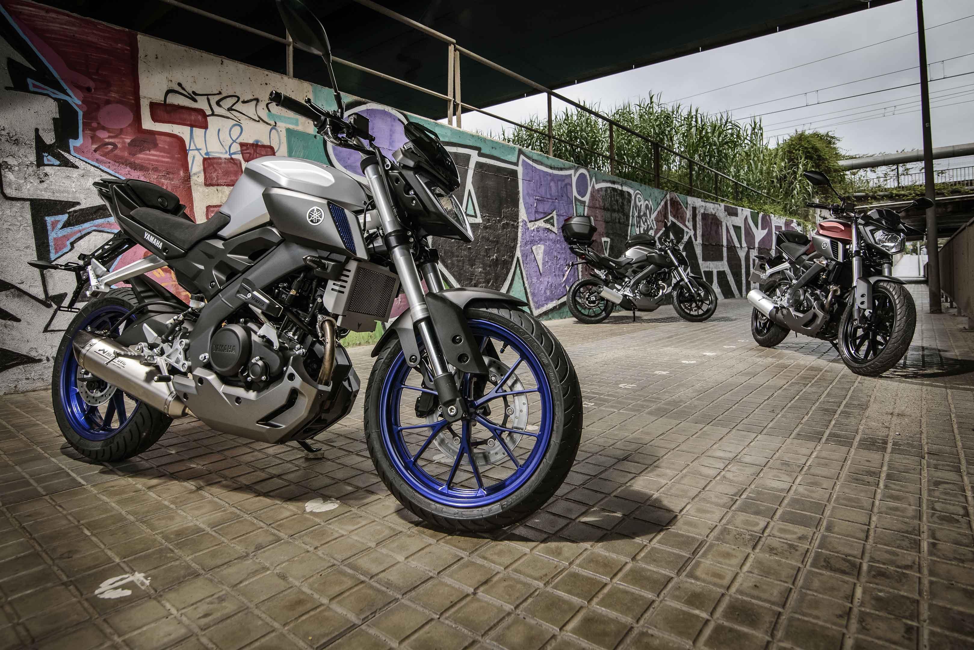new yamaha mt 125 looks cool does wheelies superbike magazine. Black Bedroom Furniture Sets. Home Design Ideas