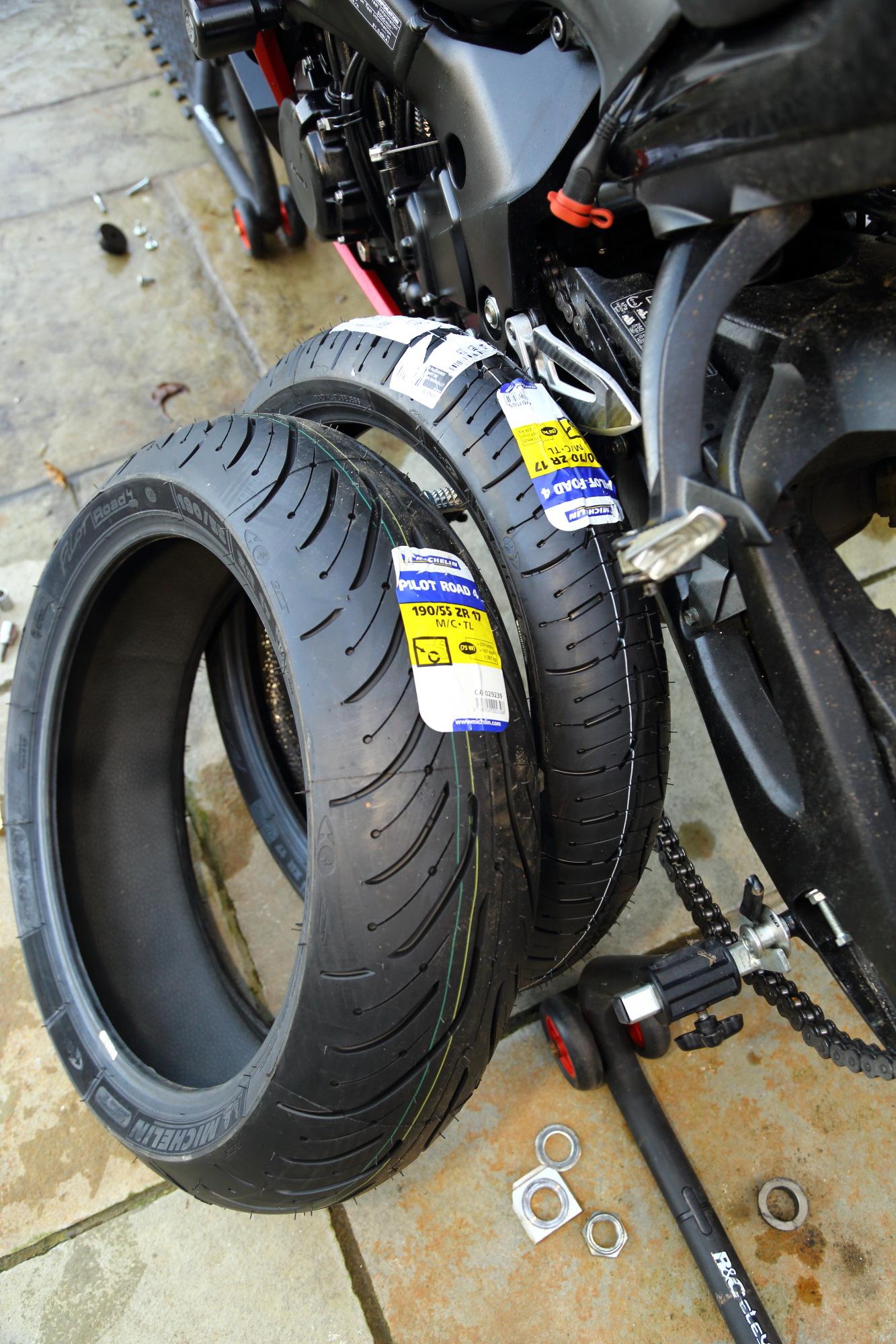 michelin pilot road 4 tyres on gsx s1000f superbike magazine. Black Bedroom Furniture Sets. Home Design Ideas