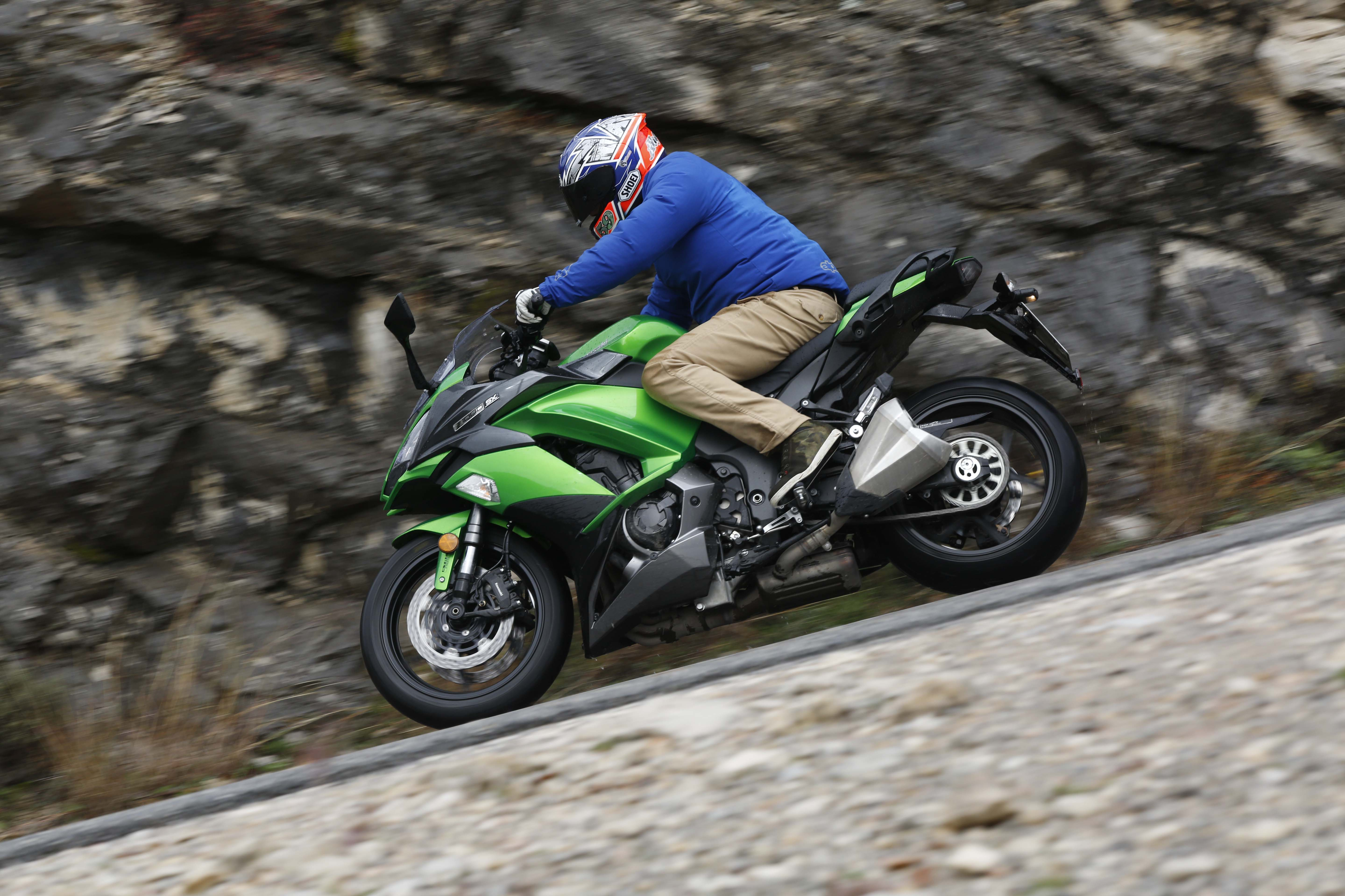 2017 kawasaki z1000sx full review with video. Black Bedroom Furniture Sets. Home Design Ideas